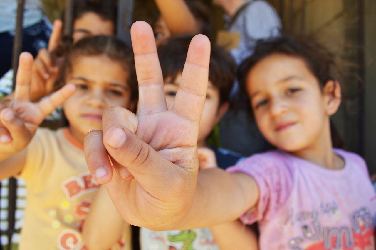 Children_peacesign